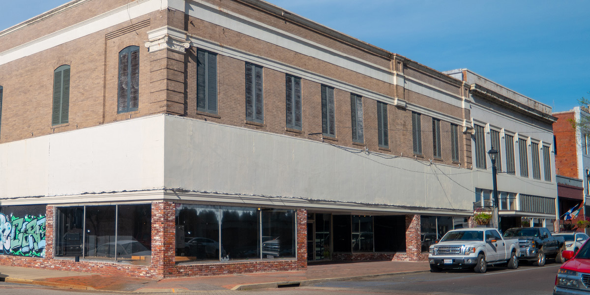 commercial building for rent downtown alexandria, la