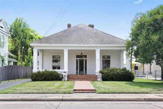 1325 Jackson, ALEXANDRIA, Louisiana 71301 commercial professional office near I-49 and downtown Alexandria for sale